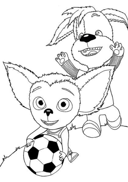 Раскраска Малыш с Дружком играют в футбол скачать или распечатать